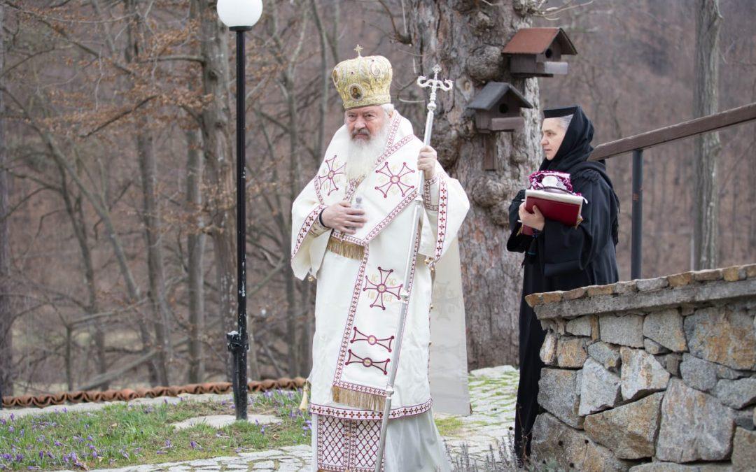 """Mitropolitul Andrei: """"Coronavirusul a înspăimântat o lume întreagă, noi nădăjduim să ne ajute Dumnezeu ca sub flamura Crucii să biruim și această neputință"""""""