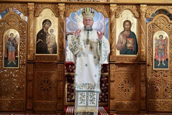 """""""În genunchi, la Dumnezeu!"""", îndemnul Preasfințitului Iustin"""