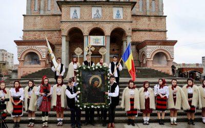 """Icoana făcătoare de minuni de la Mănăstirea Rohia a ajuns la Catedrala Episcopală """"Sfânta Treime"""" din Baia Mare"""