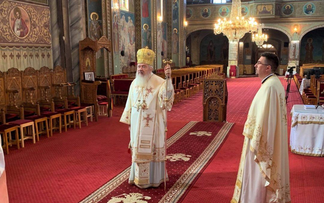 """""""Devenim lumină dacă trăim după voia lui Dumnezeu"""" – ÎPS Părinte Andrei, la Bistrița, în a doua zi de Paști"""