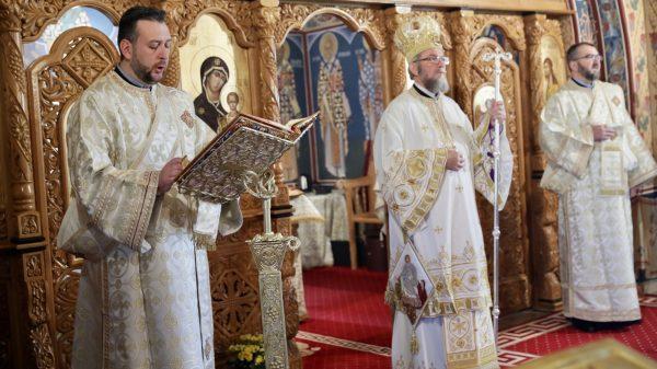 """PS Iustin: """"Să ne construim proiectul vieţii noastre creştine pe temelia adevărului Învierii"""""""