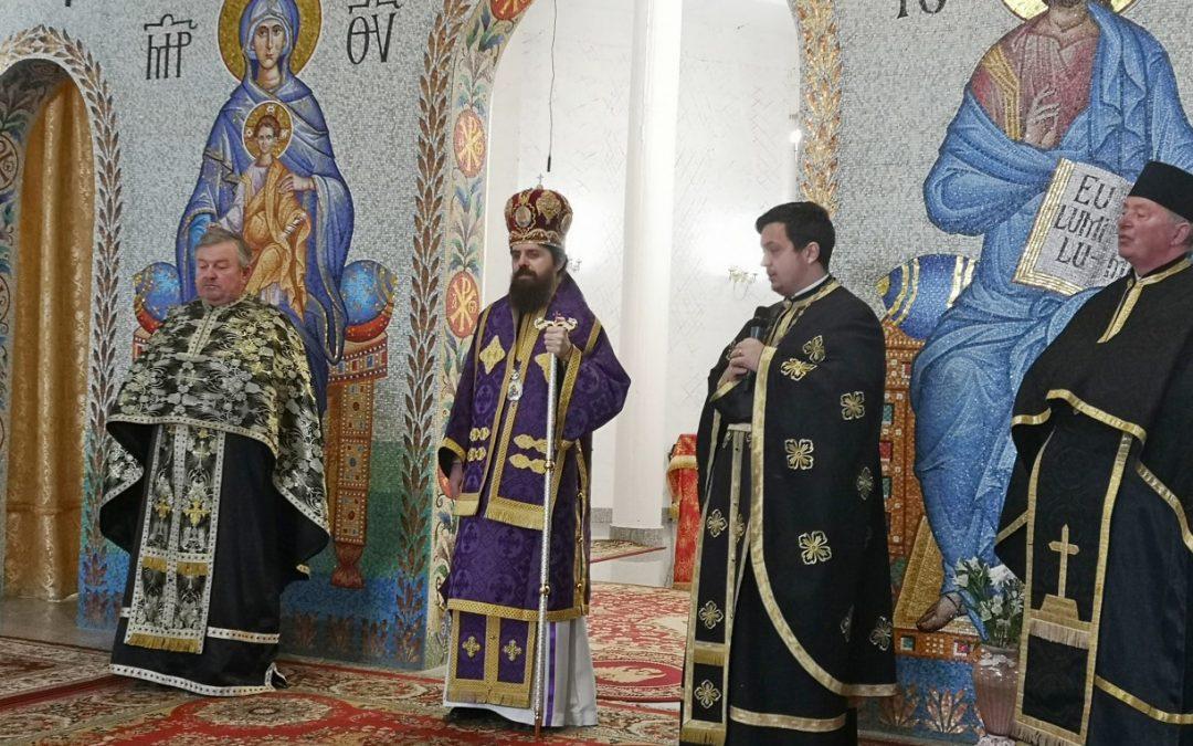 """Liturghia Darurilor mai înainte sfințite, la Parohia """"Sfinții Apostoli Petru și Pavel"""" din cartierul clujean Mănăștur"""
