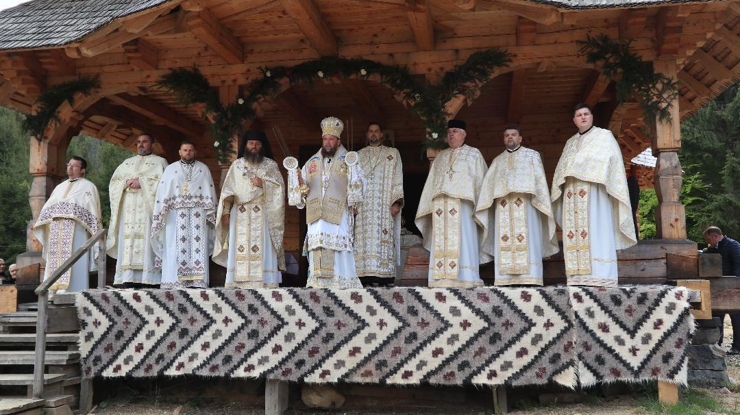 PS Timotei Sătmăreanul a liturghisit la mănăstirea de la Budeşti, cu prilejul hramului