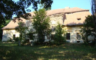 Intervenţii de urgență pentru salvarea castelului Teleki din localitatea bistrițeană Comlod, vechi de aproape 270 ani
