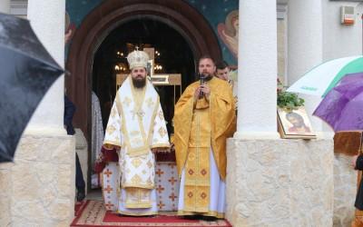 """Episcopul-vicar Benedict Bistrițeanul, la Catedrala Moților din Huedin, distins cu medalia omagială """"Protopop Martir Aurel Munteanu"""""""