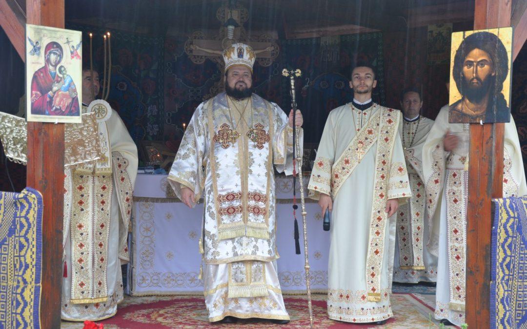 Episcopul Sălajului a liturghisit în parohia Plopiș