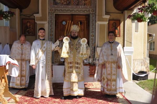 """PS Petroniu, la hramul parohiei""""Sfinții Împărați Constantin și Elena"""" din Șimleu Silvaniei"""