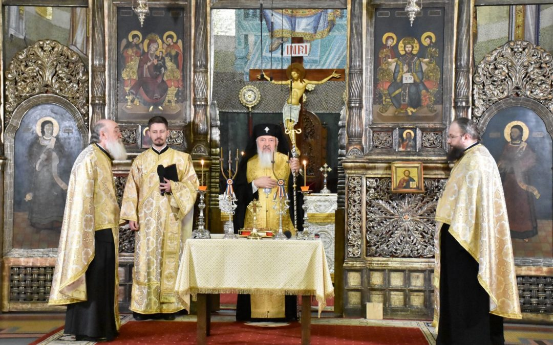 Radio Renașterea a împlinit 21 de ani de la înființare | Mitropolitul Andrei a oficiat o slujbă de mulțumire