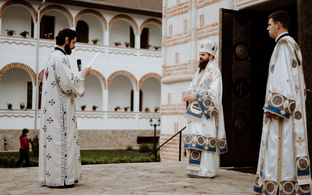 """Episcopul-vicar Benedict, la Mănăstirea Mihai Vodă: """"Evanghelia din Duminica Samarinencei exprimă setea omului după Dumnezeu"""""""