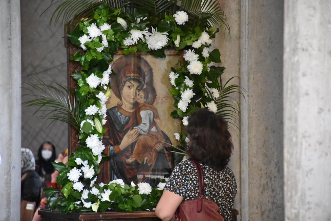 """Biserica cu hramul """"Sfinții Apostoli Petru și Pavel"""" din cartierul clujean Mănăștur, închinată Eroilor Revoluției de la 1989, zidită între anii 1990-2018 și cunoscută și sub numele de """"Catedrala din Mănăștur""""."""