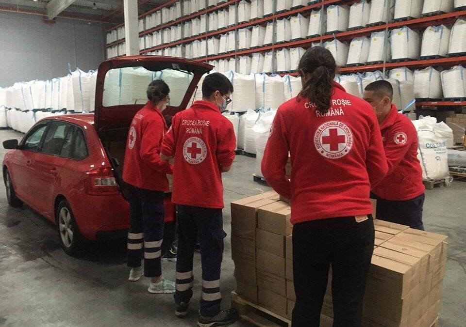 Tone de alimente și echipamente medicale, donate de filiala Cluj a Crucii Roșii, în timpul pandemiei