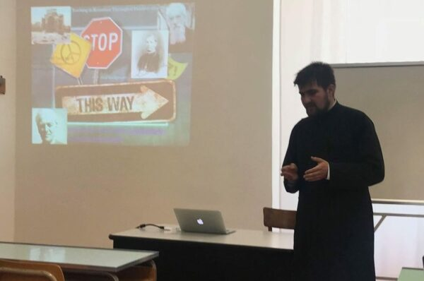 Părintele Maxim conferențiind la Universitatea Pontificală Angelicum.