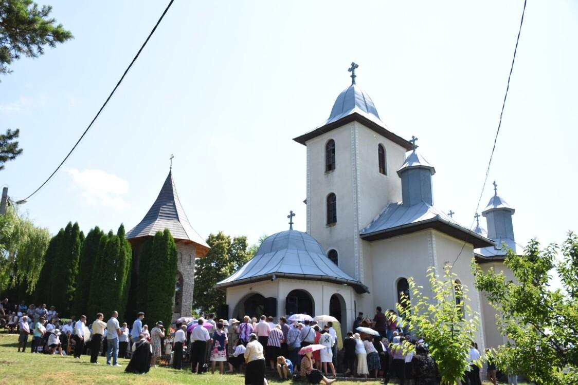 """Mănăstirea """"Sfânta Treime"""" de la Soporu de Câmpie"""