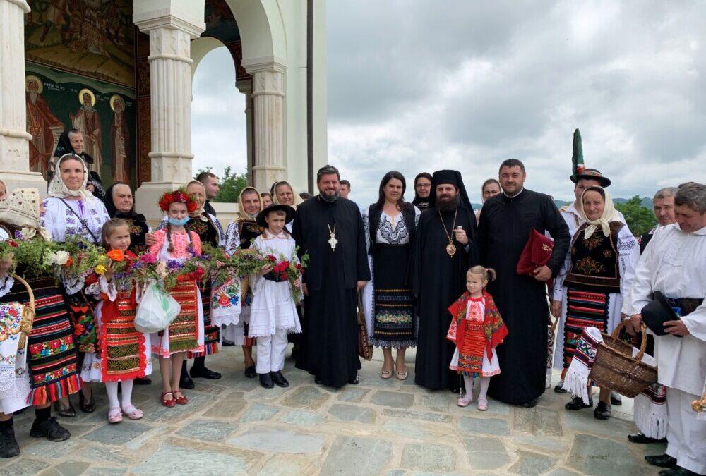 Episcopul-vicar Benedict Bistrițeanul, la hramul bisericii vechi a Mănăstirii Salva