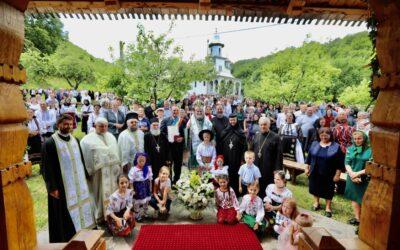 """PS Iustin: """"Să păstrăm România binecuvântată şi sfântă, sub ocrotirea lui Dumnezeu"""""""