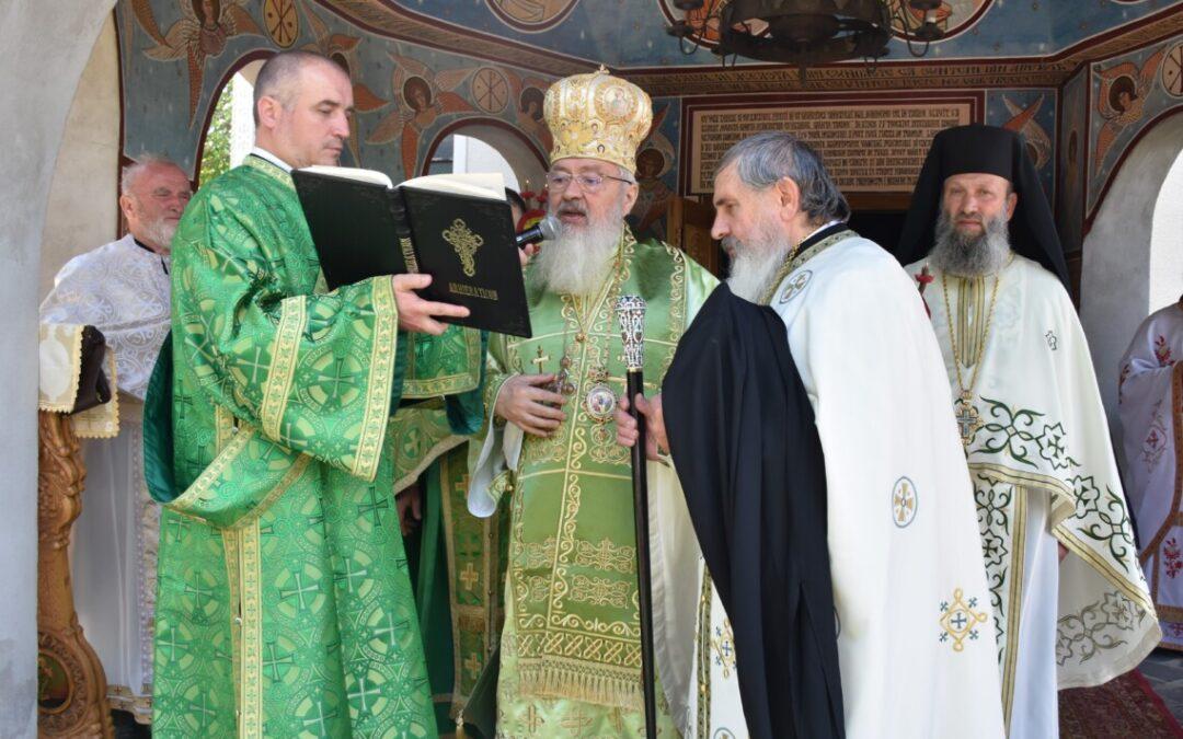 Hramul Mănăstirii Soporu de Câmpie | Mitropolitul Andrei a instalat noul stareț al așezământului monahal