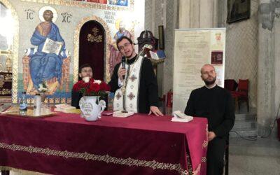"""Cartea """"Cu moartea pe moarte călcând"""" , semnată de diaconul Răzvan Brudiu, prezentată credincioșilor mănăștureni"""