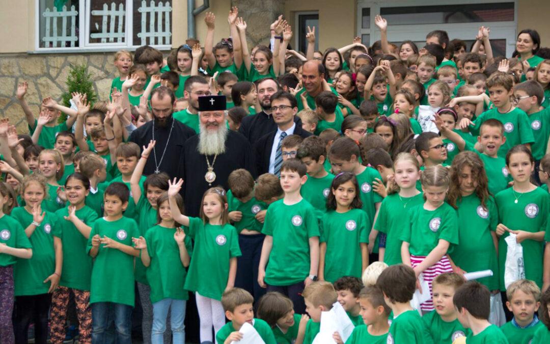 Mitropolitul Andrei: Îl rugăm pe Dumnezeu să-i ocrotească pe copii și să le dea sănătate părinților ca să-i poată crește bine