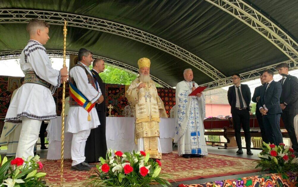 Binecuvântare arhierească în Parohia Poiana Ilvei | Mitropolitul Andrei a sfințit Capela mortuară din localitate