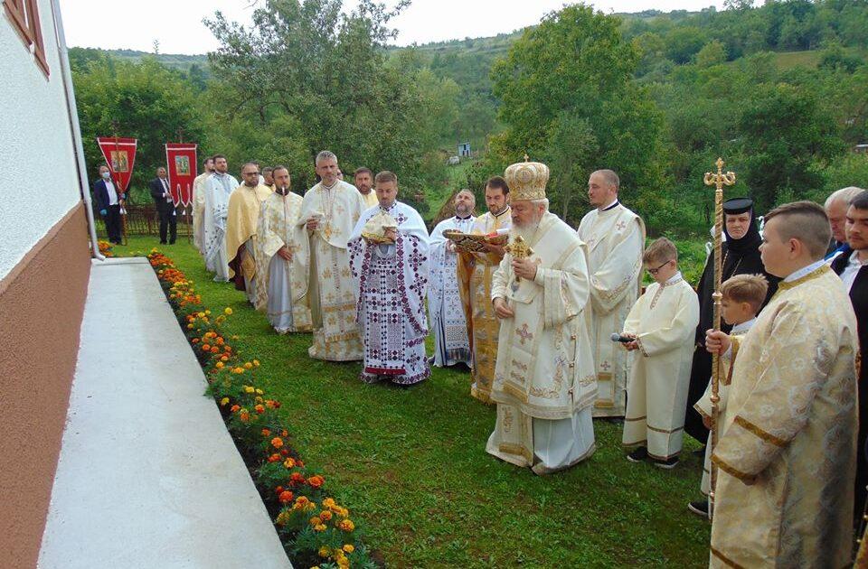 Mitropolitul Clujului a resfințit biserica Parohiei Sâmboieni