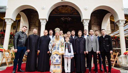 """Corul de cameră """"Psalmodia Transylvanica"""" al Facultății de Teologie Ortodoxă din Cluj-Napoca, la hramul Mănăstirii Toplița"""
