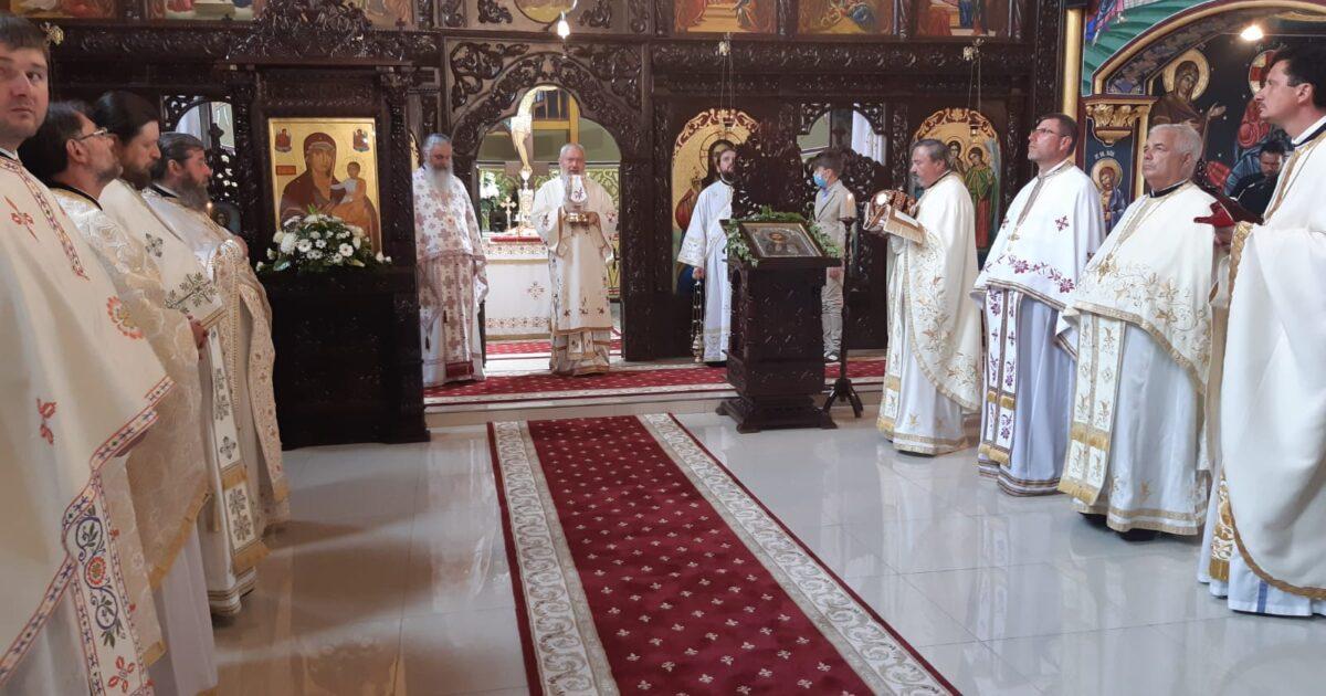 Înaltpreasfințitul Părinte Andrei a sfințit Capela mortuară din Domnești