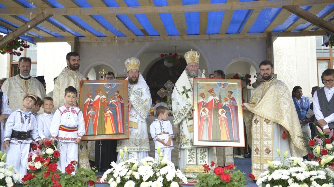 """Biserica """"Sfinții Arhangheli Mihail și Gavriil"""" din Târgu Lăpuș, sfințită de cei doi ierarhi ai Maramureșului și Sătmarului"""