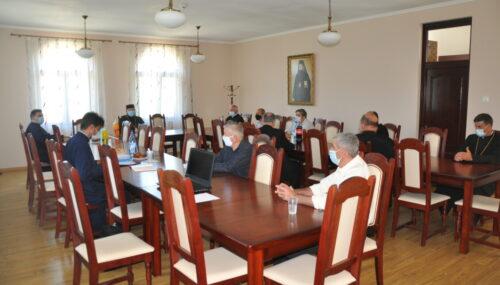 Membrii Consiliului Eparhial al Episcopiei Sălajului, întruniți în ședință