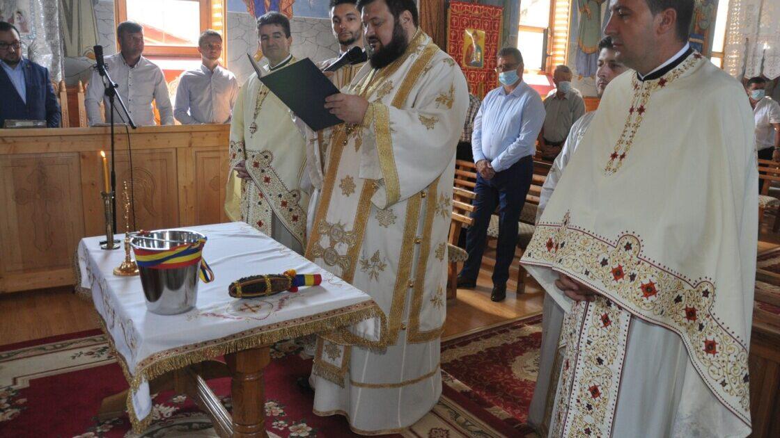 Iconostasul bisericii din Aleuș, sfințit de PS Petroniu, Episcopul Sălajului