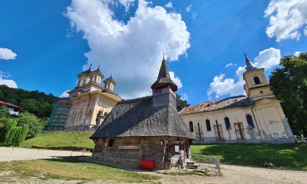 Adevărul despre viitorul vechii biserici de zid de la Mănăstirea Nicula