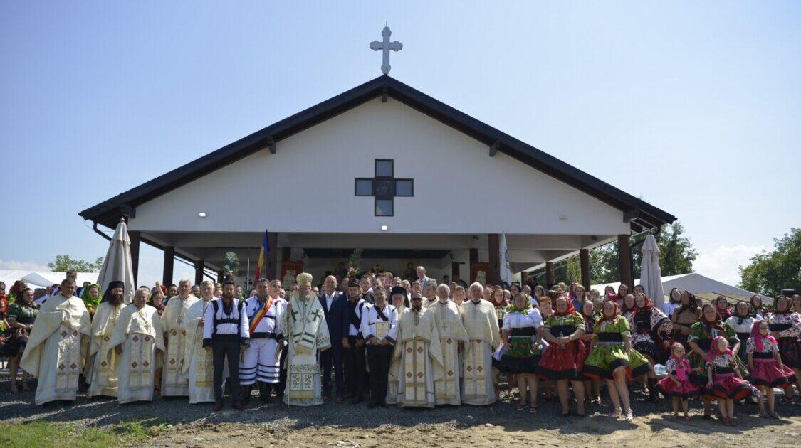 """Slujba de binecuvântare a capelei mortuare și Sfânta Liturghie Arhierească în Parohia """"Nașterea Maicii Domnului"""" Bixad, Protopopiatul Oaș"""