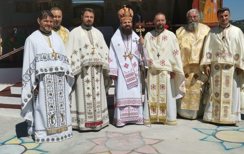 """""""Sfințenia este timpul scurt, petrecut bine"""", le-a spus astăzi PS Benedict creștinilor de pe Valea Gârbăului"""