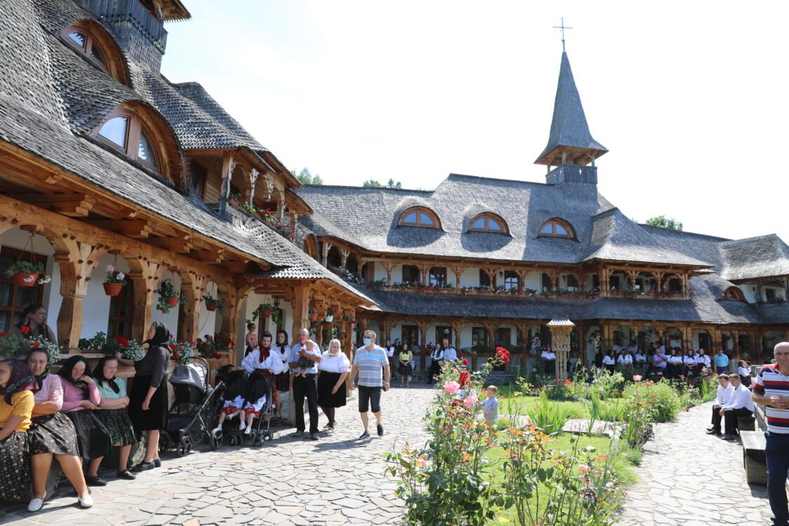 """PS Iustin la hramul Mănăstirii Botiza: """"În Maramureş, Dumnezeu încă face parte din familie"""""""