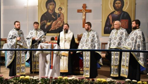 Seară de rugăciune, la Mănăstirea Nicula, în prezența PS Macarie | Hram 2020