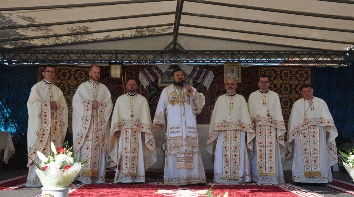 Preasfințitul Părinte Petroniu, în Parohia Aluniș