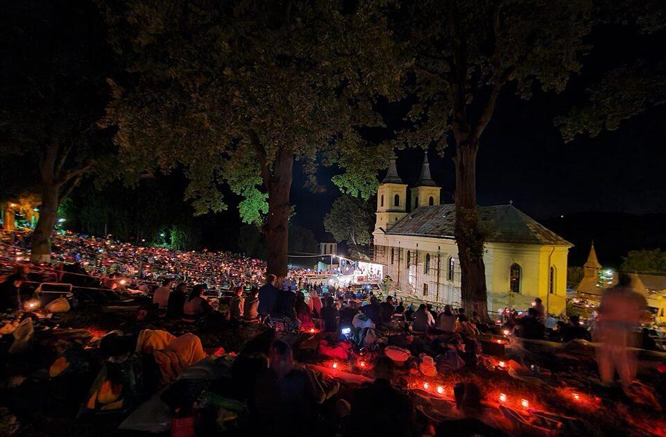 Miile de pelerini au cântat la Nicula Prohodul Maicii Domnului, alături de Mitropolitul Clujului și preoții slujitori