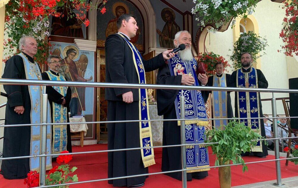 """Părintele Mitropolit Andrei a slujit Paraclisul Maicii Domnului la Parohia """"Adormirea Maicii Domnului"""", Gilău II, Protopopiatul Ortodox Cluj I"""