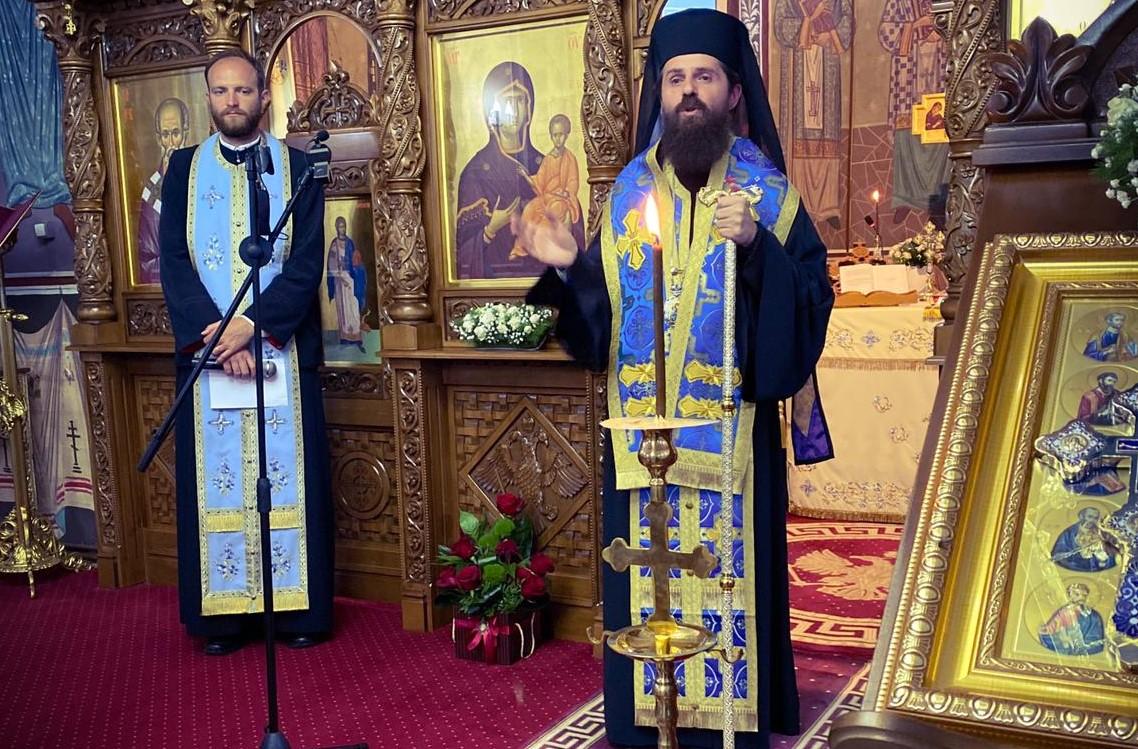 Preasfințitul Părinte Benedict Bistrițeanul, în Parohia Corvinești la Paraclisul Maicii Domnului
