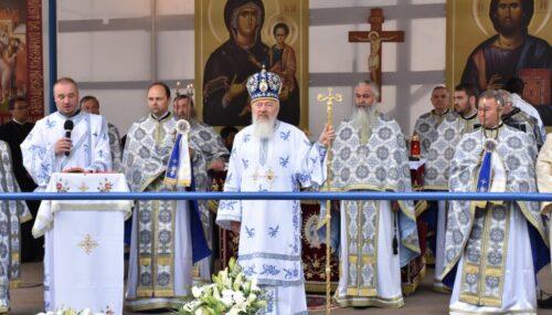 """IPS Andrei, la hramul Mănăstirii Nicula: """"Rugăciunile către Maica Domnului și Fiul ei ne pot tămădui de această pandemie"""""""