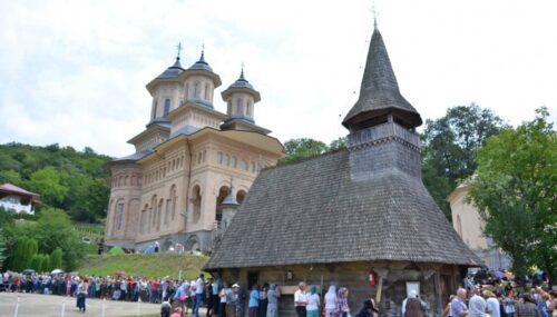 Hramul Mânăstirii Nicula, în condiții speciale