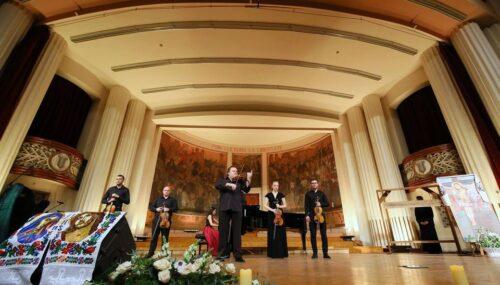 Muzică tradițională, romanțe și pricesne, în curtea Spitalului Clinic Județean de Urgență Cluj