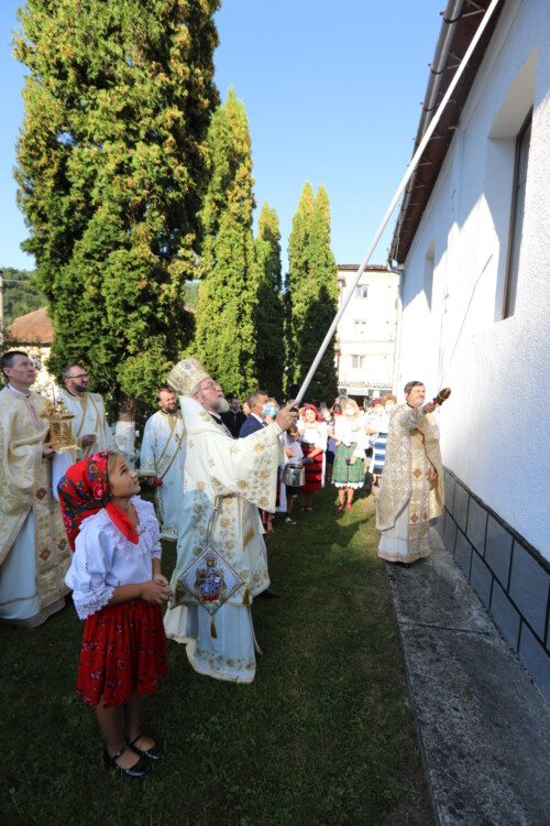 Biserica parohiei Nistru, orașul Tăuții-Măgherăuș, târnosită de Preasfințitul Iustin