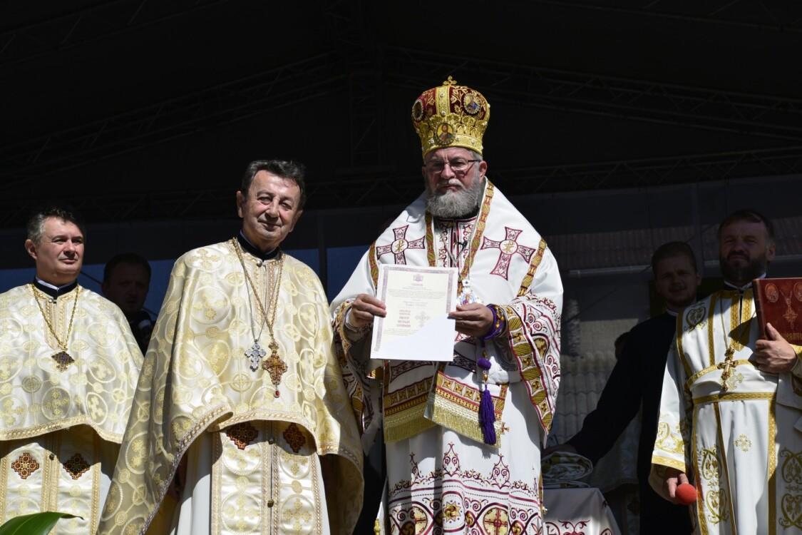 """Biserica parohiei """"Sfânta Ana"""" - Ferneziu, târnosită de Episcopul Maramureșului și Sătmarului"""