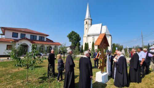 Mitropolitul Andrei a liturghisit și a sfințit noua casă parohială din Mănăstirea