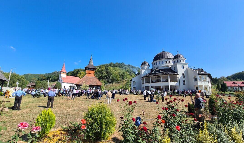 """Hramul Mănăstirii """"Înălțarea Sfintei Cruci"""" de la Cășiel"""