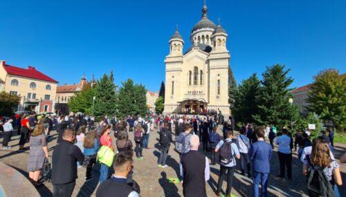 Noul an școlar a început în condiții speciale la Cluj-Napoca | Elevii si profesorii s-au rugat alături de Mitropolitul Andrei