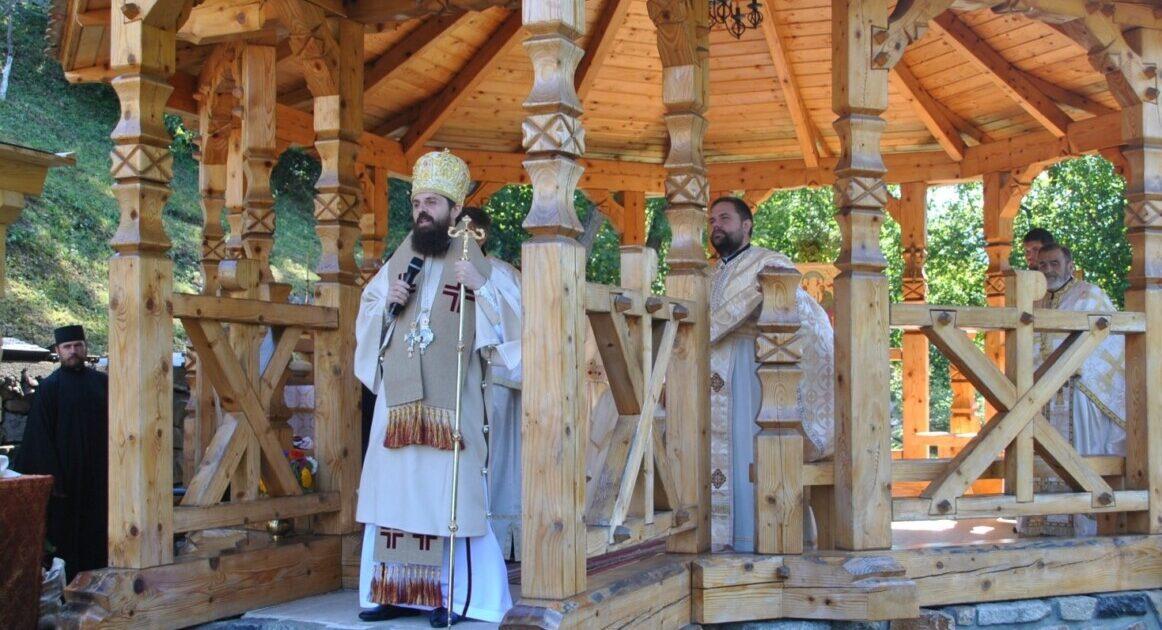 """Hramul Mănăstirii """"Nașterea Maicii Domnului"""" de la Ciucea, ctitoria poetului Octavian Goga"""