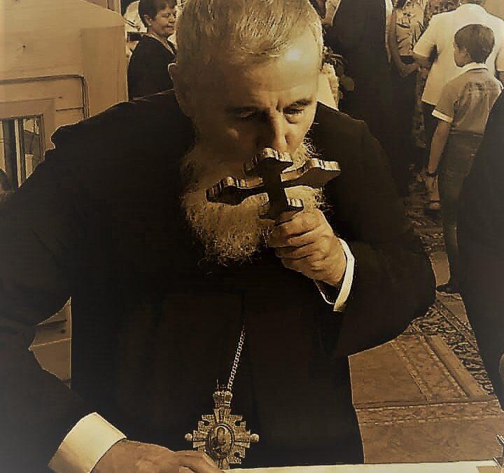 """Preasfințitul Părinte Vasile Flueraș: """"În lupta zilnică cu patimile, Crucea este semnul biruinței."""""""