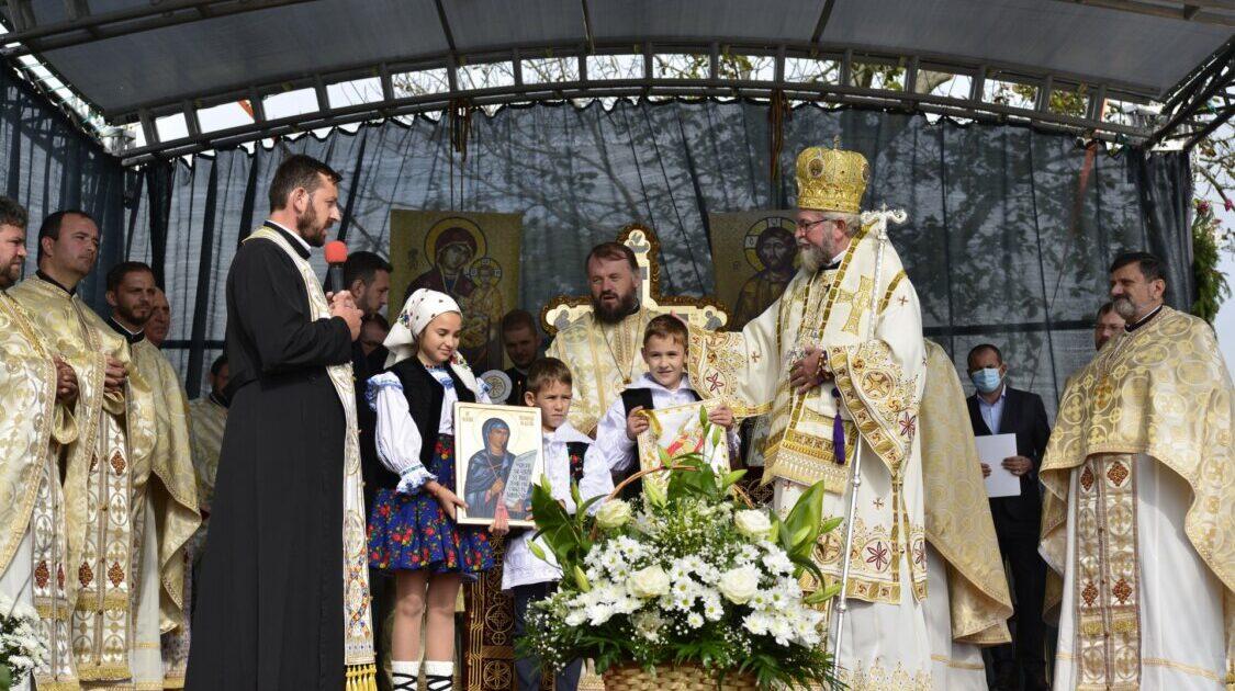 Biserica parohiei maramureșene Bozânta Mică, târnosită duminică de  Preasfințitul Iustin