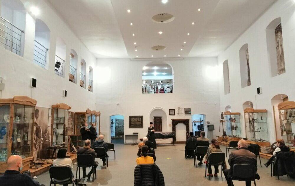 Lucrări de artă din colecția pr. prof. Ioan Bizău, expuse  la Muzeul Etnografic